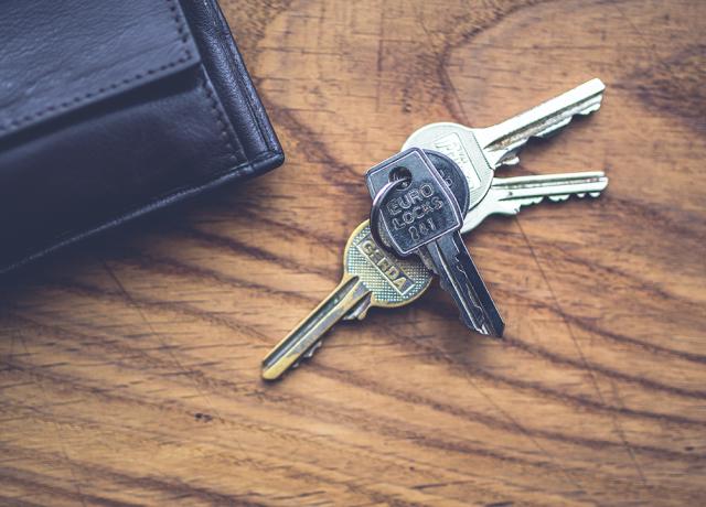wood-top-keys-lock-blog-banner